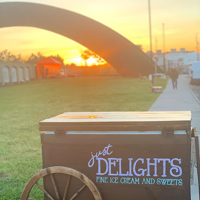 ☀️🙌 Every hour is golden hour with the Just Delights cart 🙌 ☀️