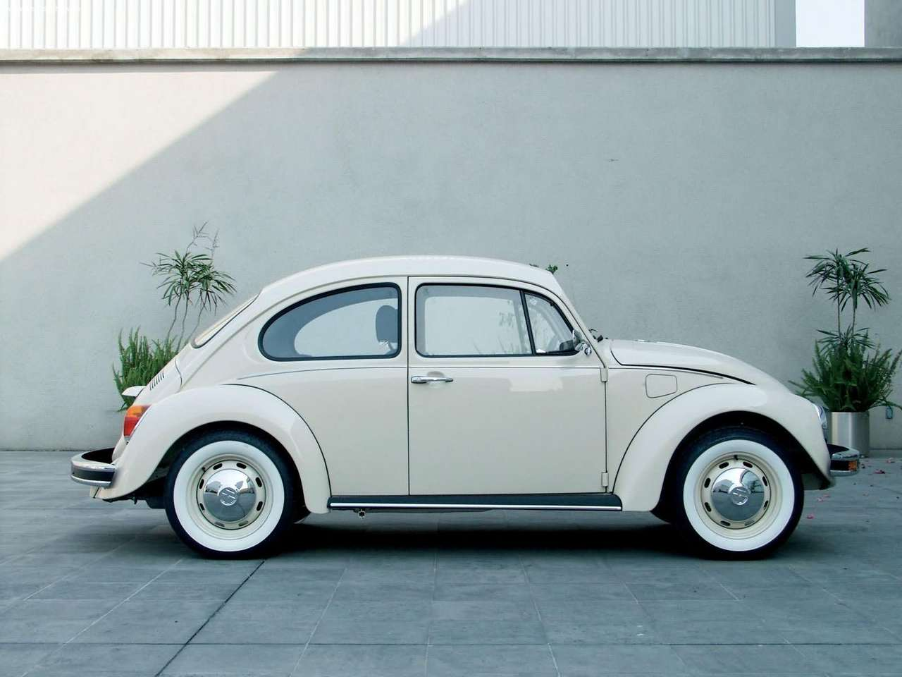 Reference photo, a last edition VW Beetle. The last 300 produced.