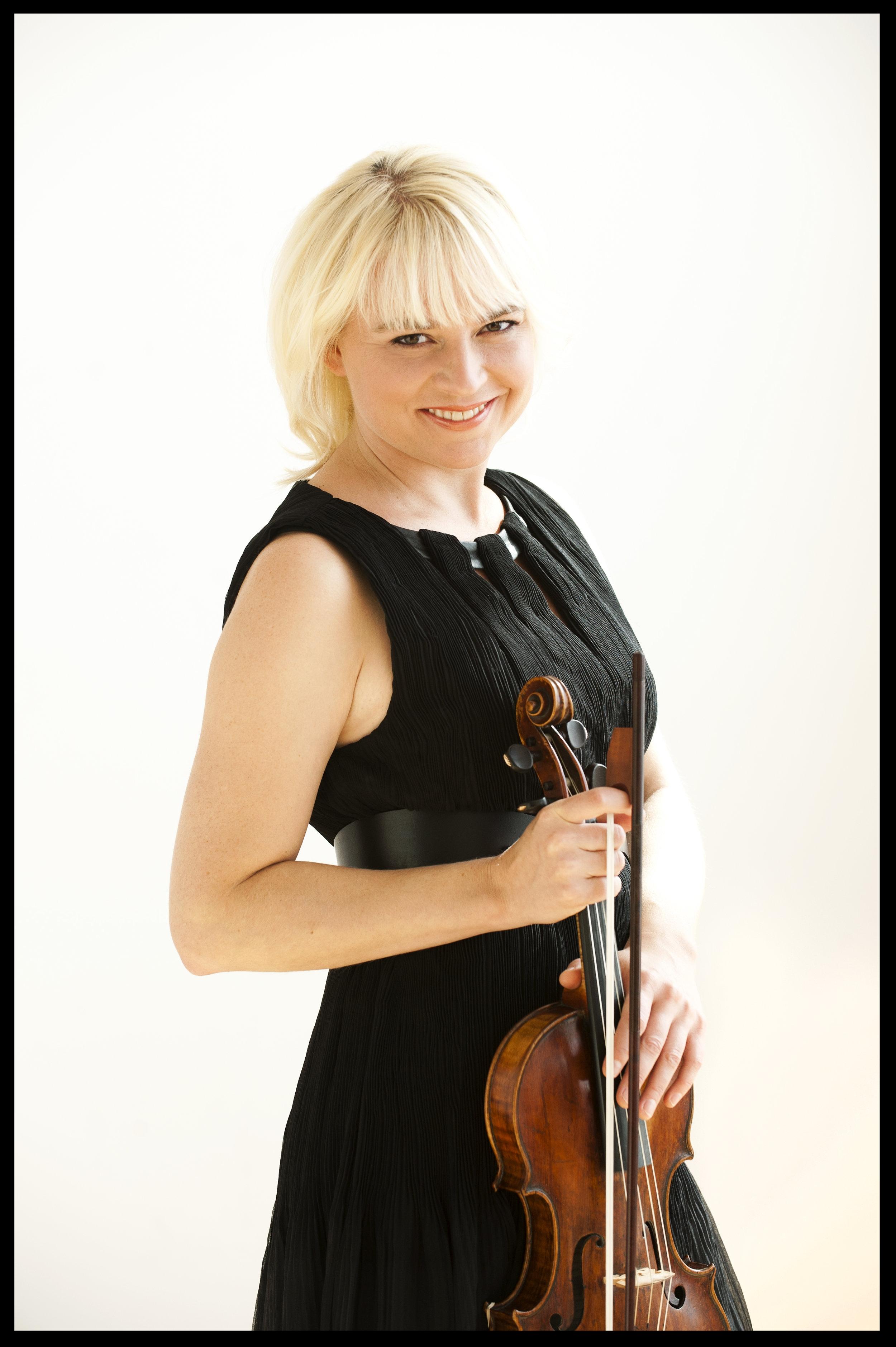 Julia Wedman - Violin