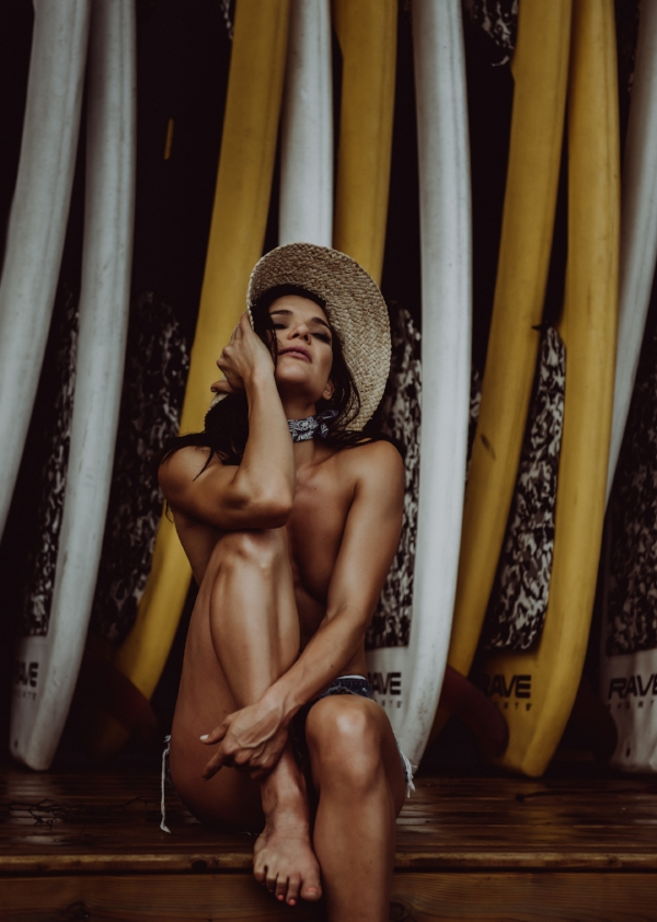 Nude photography outdoors with surfboards in hat boudoir photography new york city