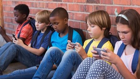 kids on phones.jpg