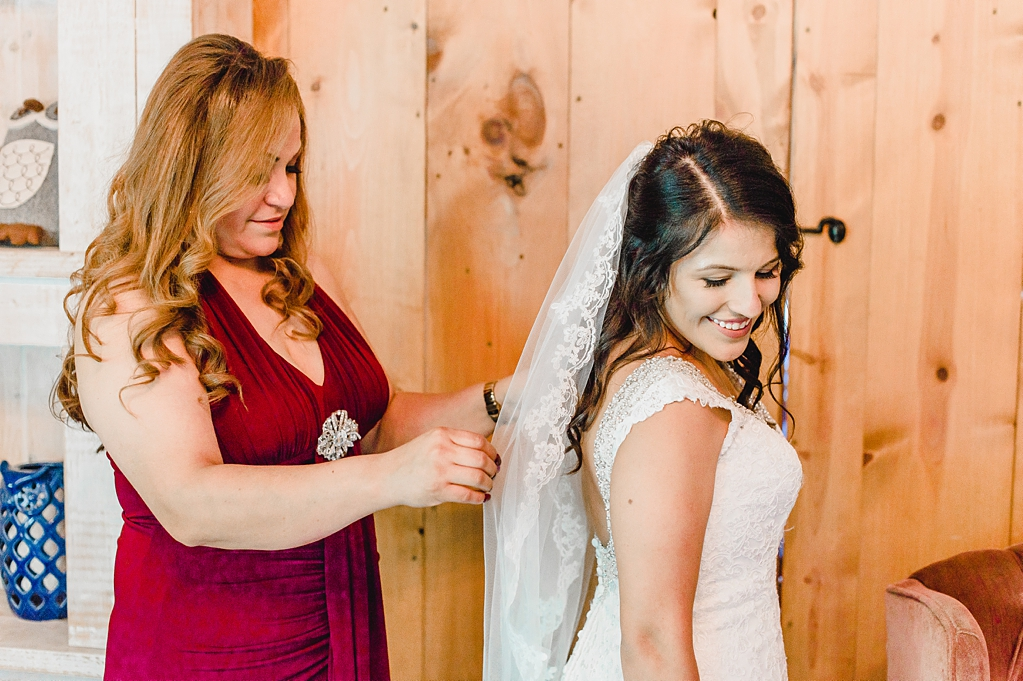Wedding day at Hidden Hollow Farms in Crawfordsville Indiana_1502.jpg