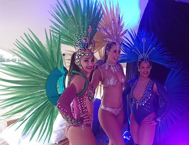 Go team! Our dancers Kelly, Leigh and Cat rocked @fiestalatinasa this evening despite the chill! Thanks @cesar_adrelatin, Zana and team for your hard work and a great afternoon! Check out @sambajozi page for more!  #goteam #sambanope #braziliandance #samba #sambajozi #sambajoburg #sambadancer #passista #mulata #fiestalatina