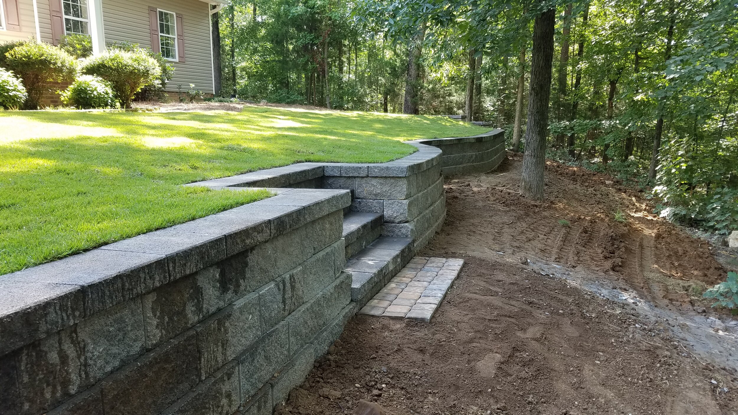 Get Retaining Wall On Sloped Backyard Background - HomeLooker