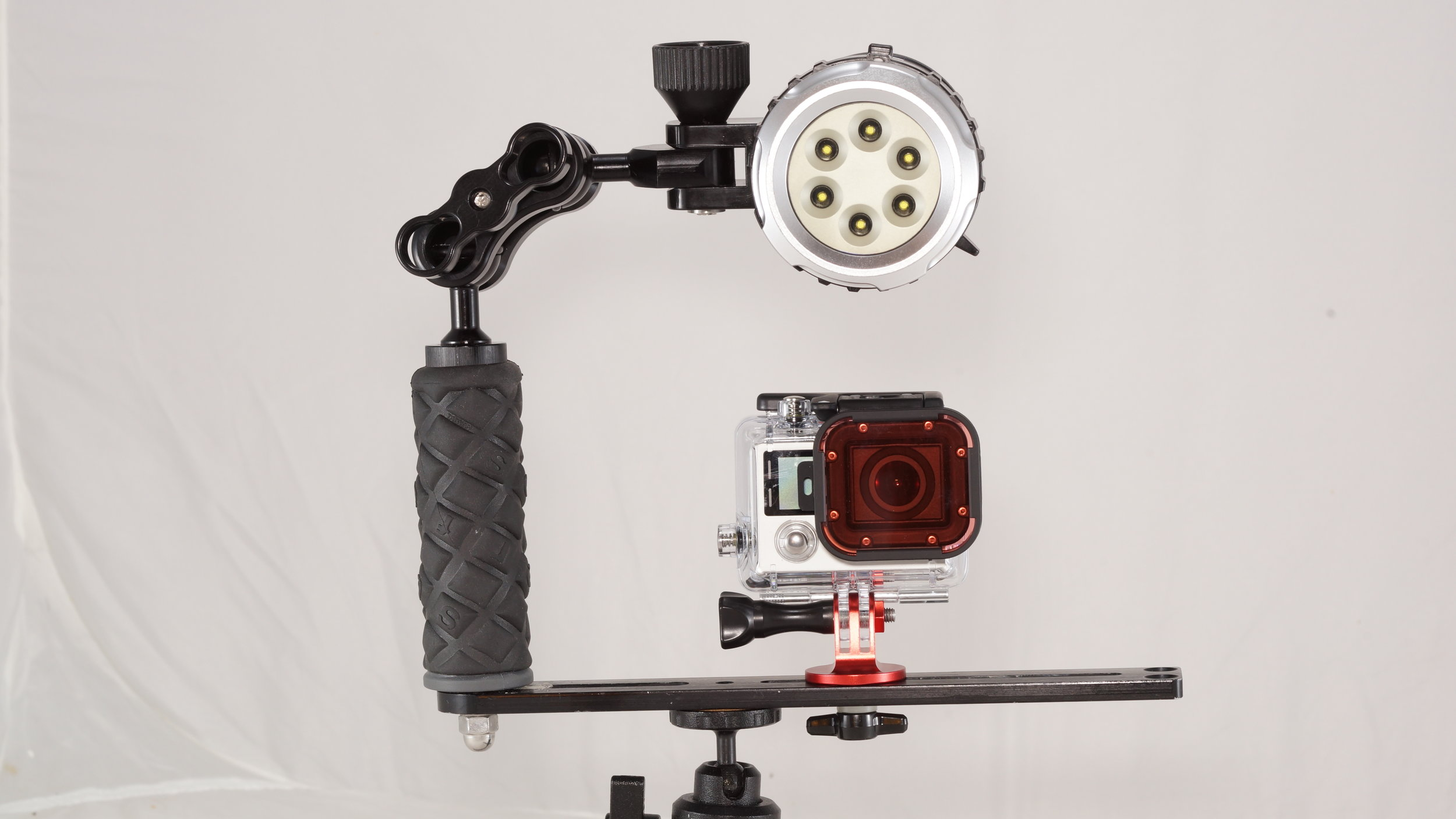Light with MountContinuous lighting. We can mount any camera on the light tray. The light brings out more colors and lights up the shadows and crevasses.  -