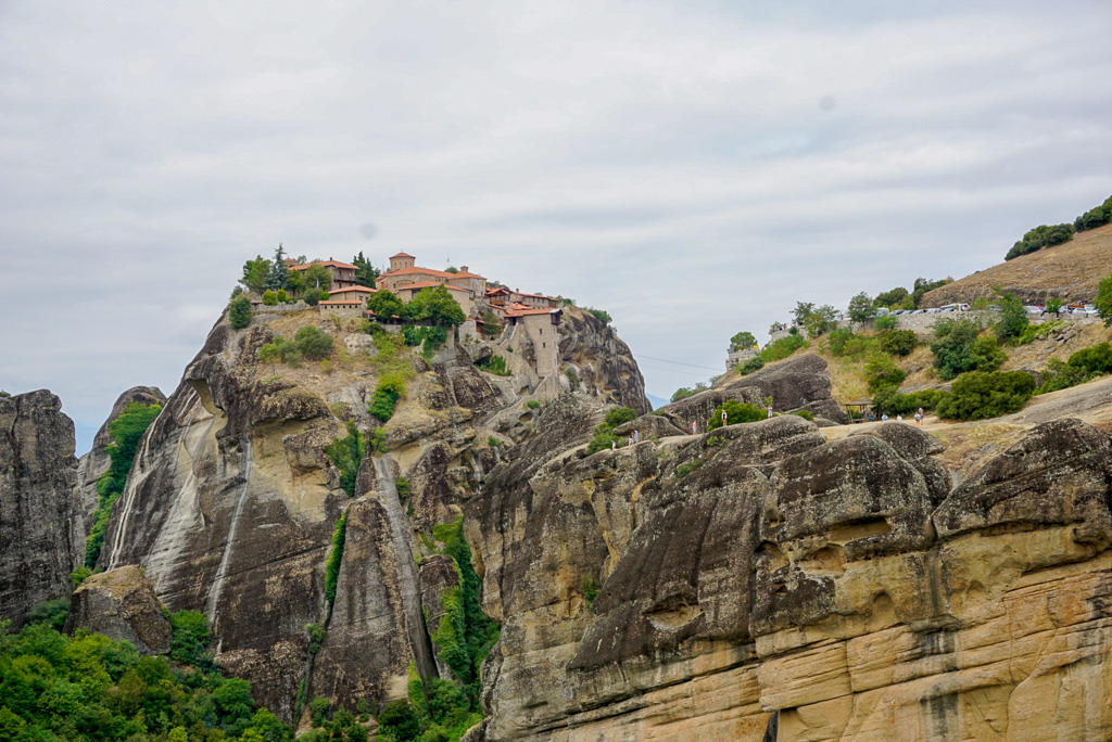 travel-meteora-greece-monastery-cliff