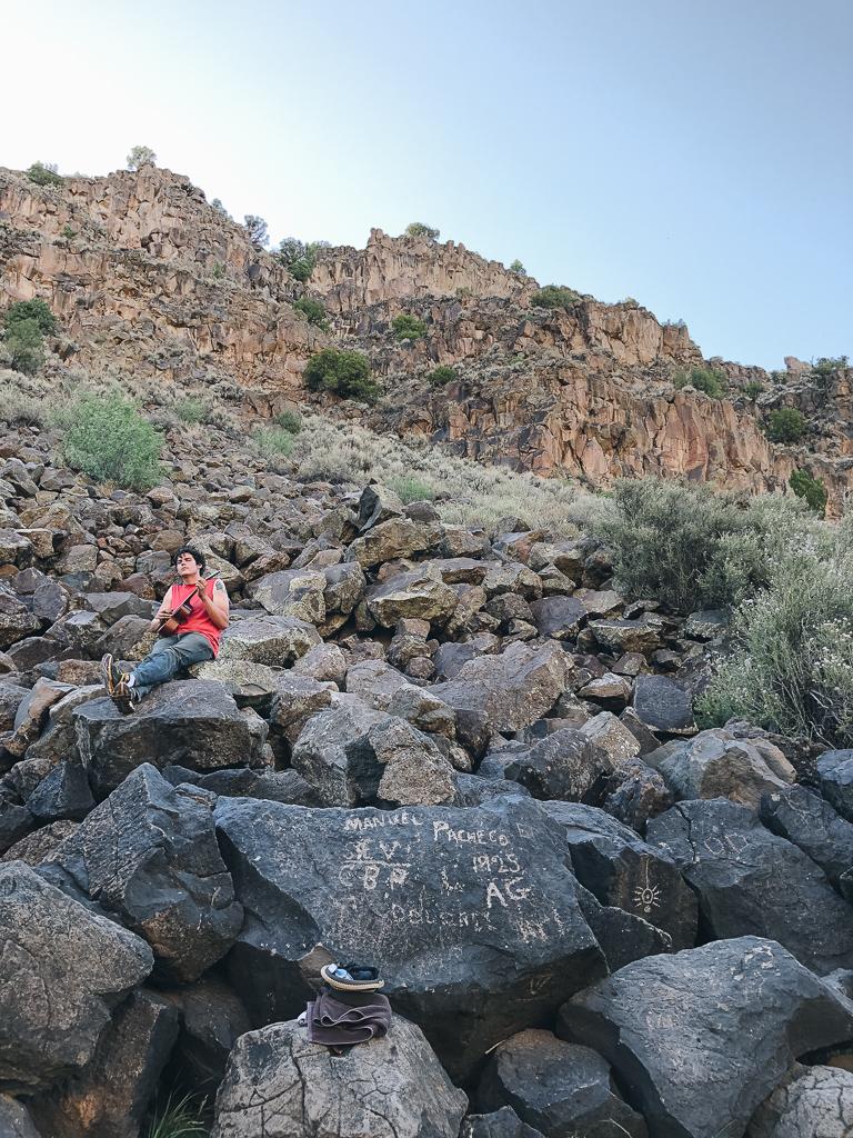 ukelele player at Black Rock hot springs near Taos