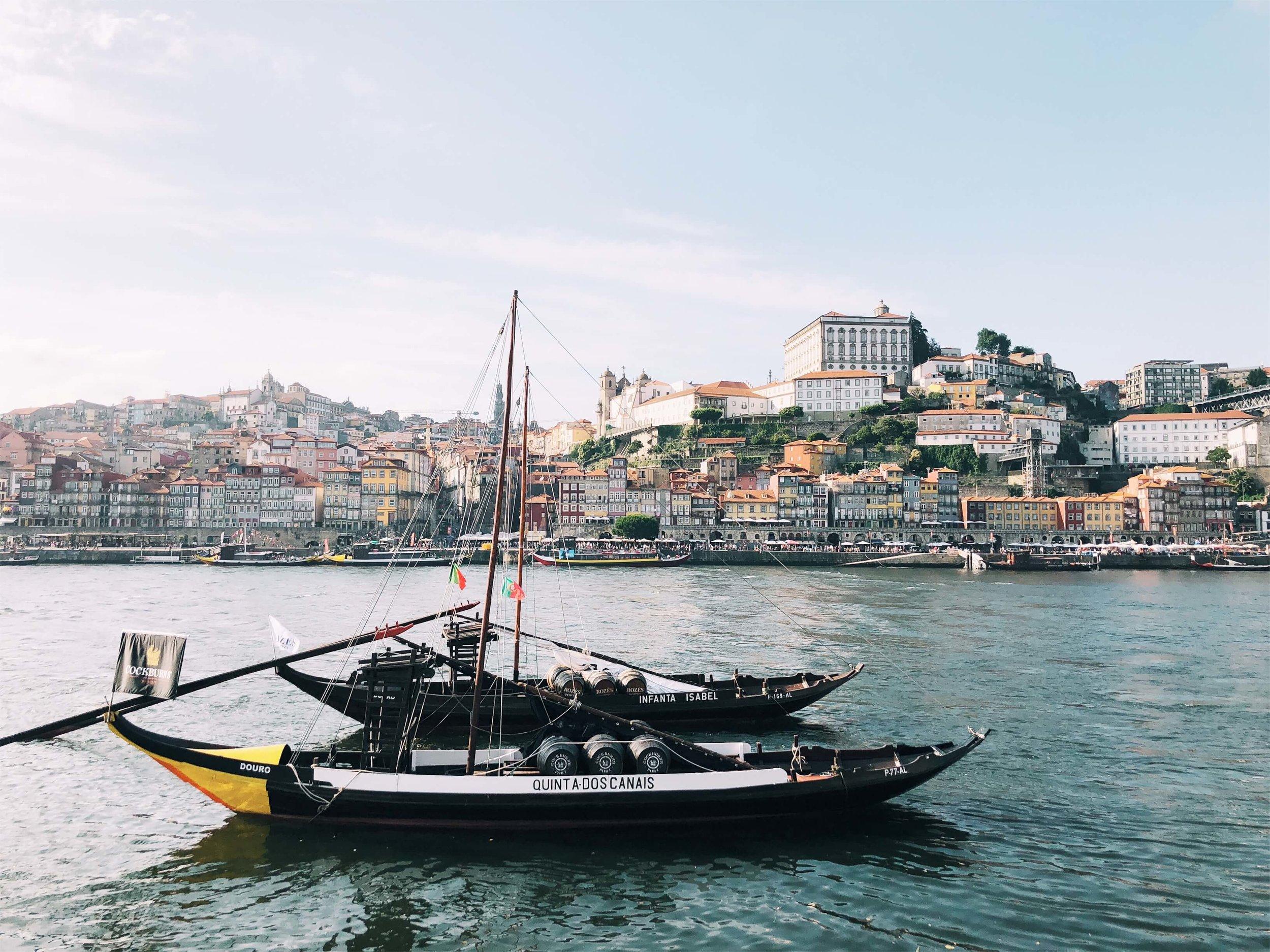 Porto rabelo boat