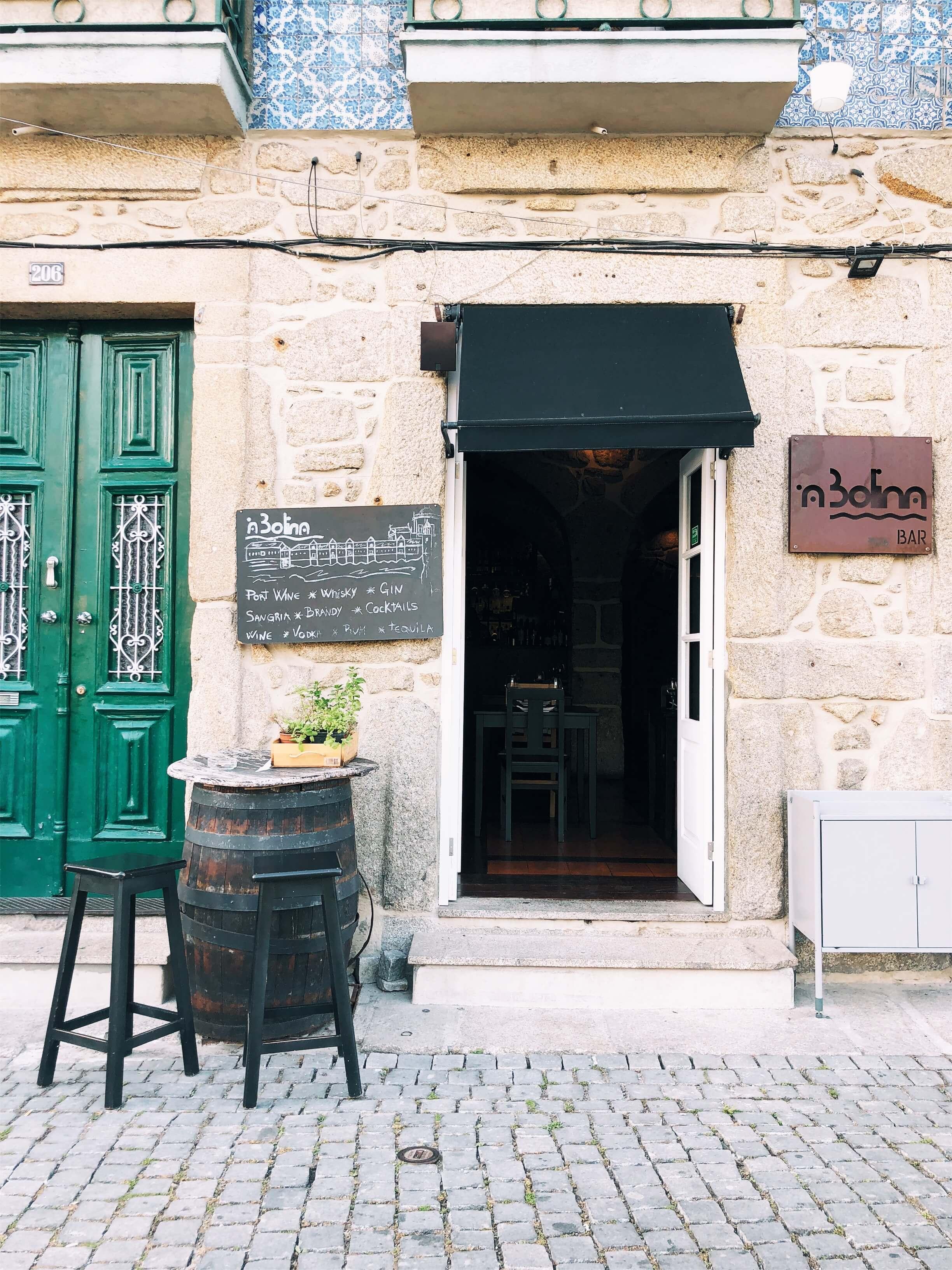 A Bolina tapas restaurant on the river Porto