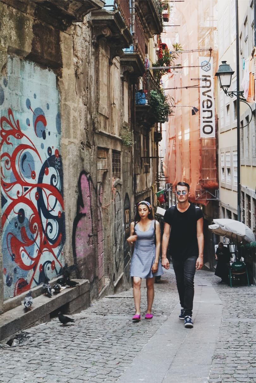 couple walking Porto