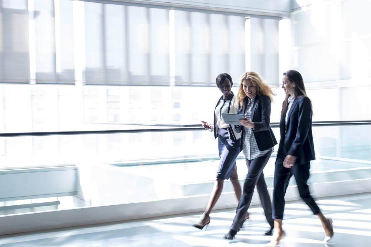 Business-women-walking-in-a-hall-659285520_1257x837.jpeg
