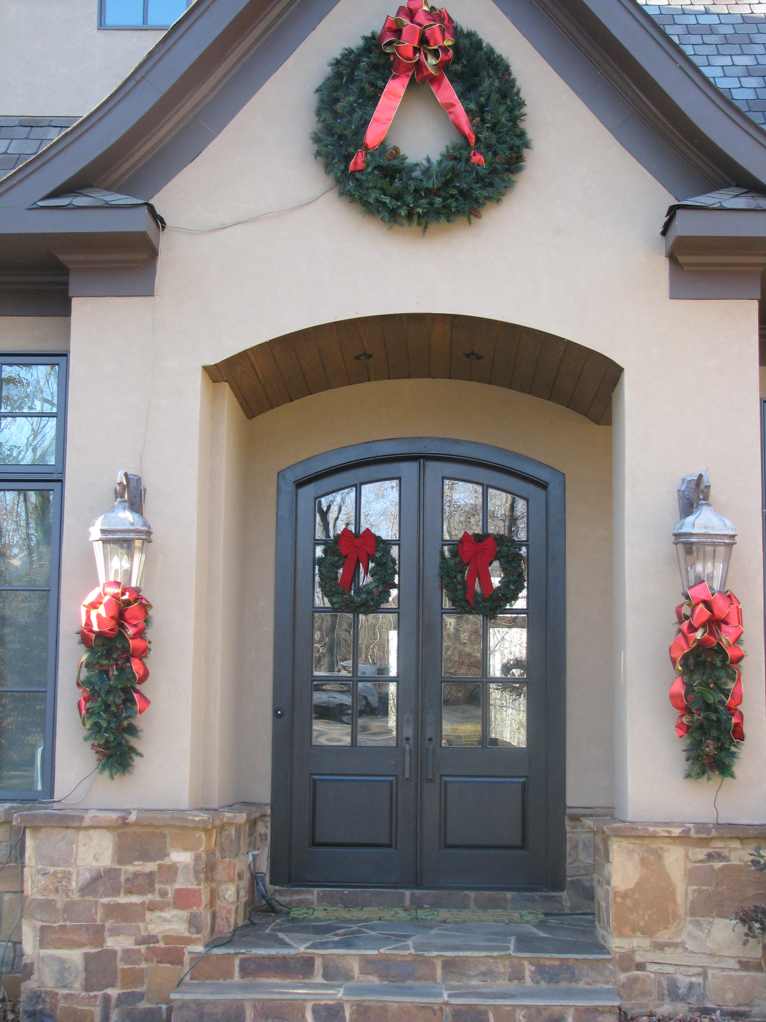 glitter and glow chrismas decor residential exterior (2).JPG