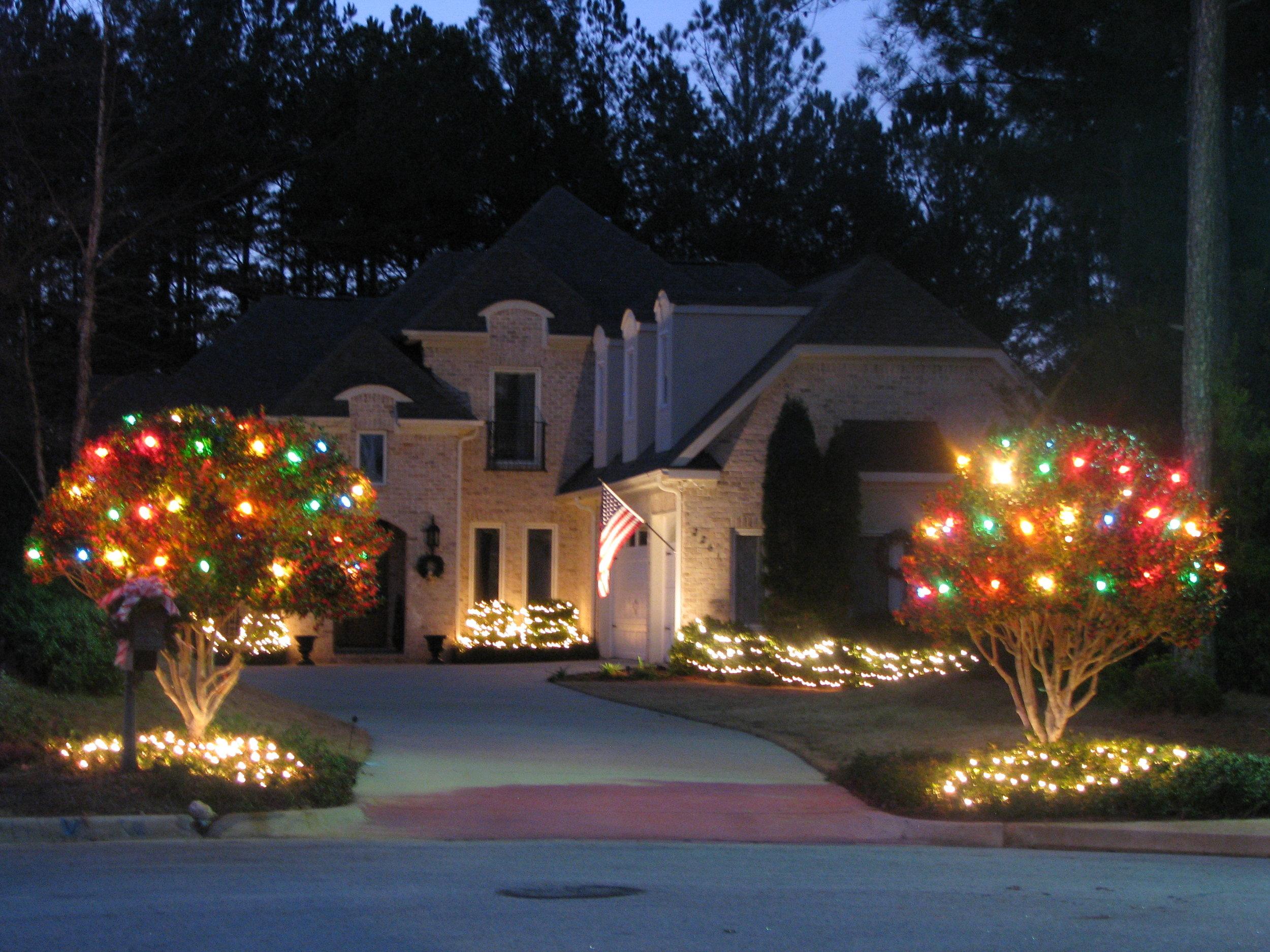 glitter and glow chrismas decor residential exterior (4).JPG