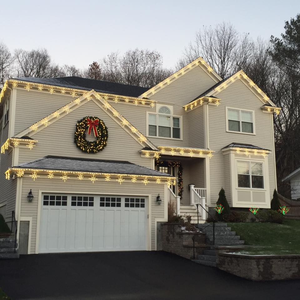 glitter and glow chrismas decor residential exterior (10).jpg