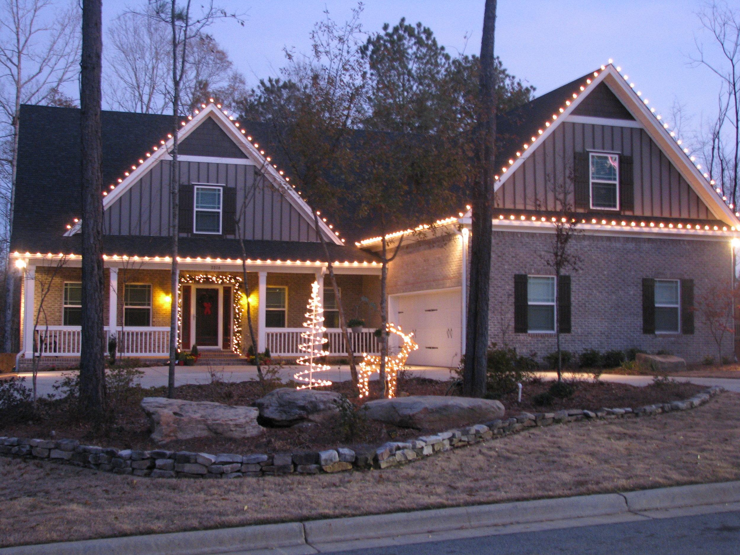 glitter and glow chrismas decor residential exterior (18).JPG