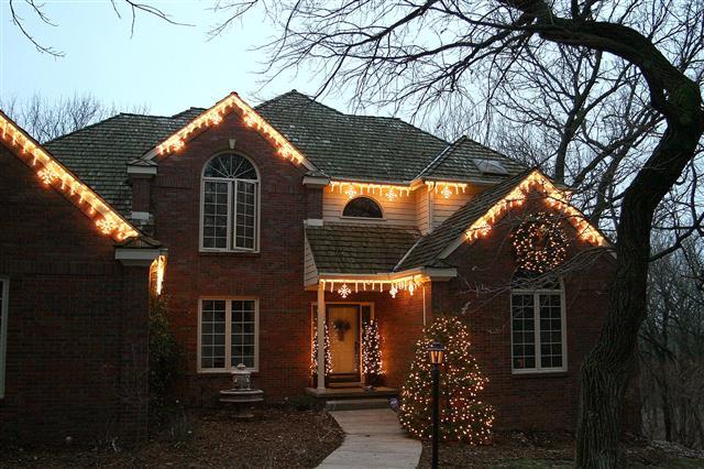 glitter and glow chrismas decor residential exterior (26).jpg