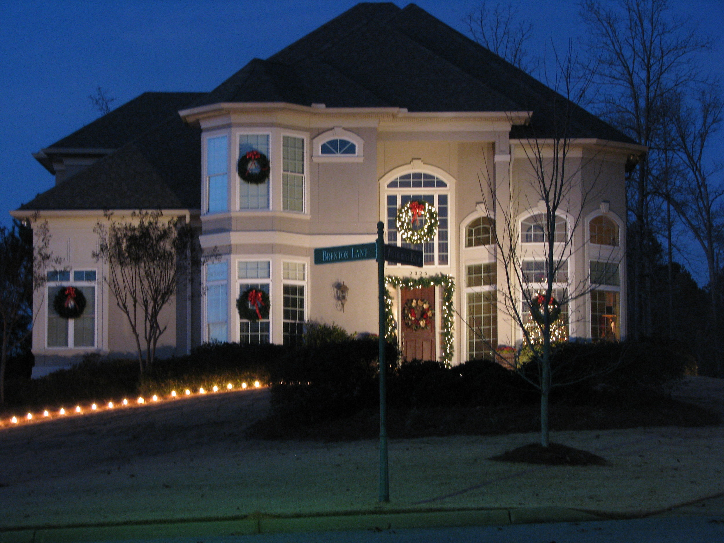 glitter and glow chrismas decor residential exterior (24).JPG