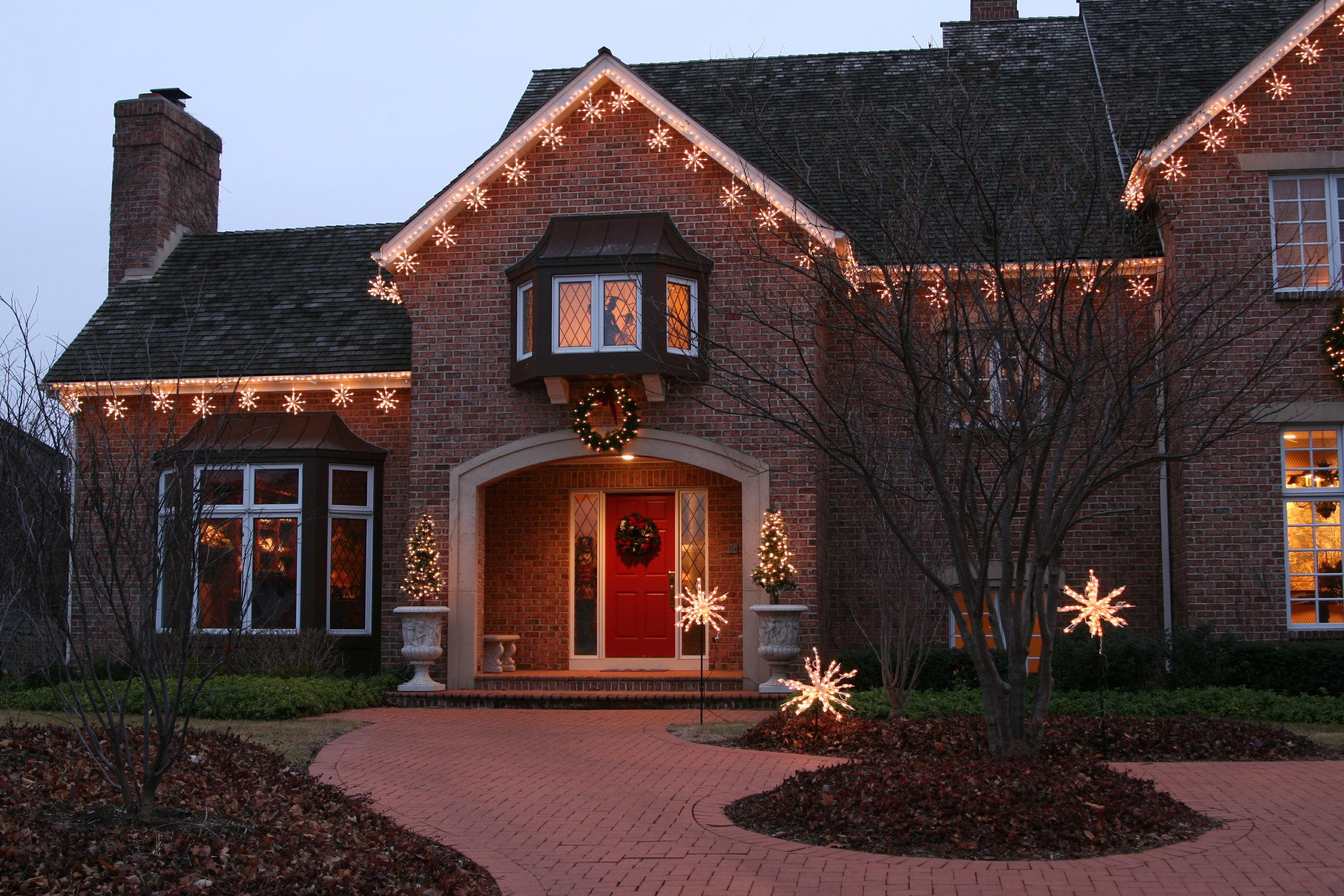 glitter and glow chrismas decor residential exterior (45).JPG