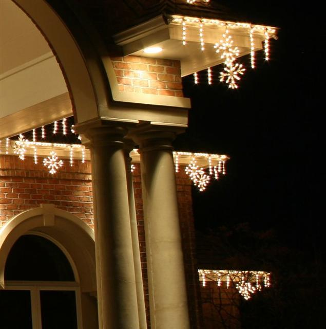 glitter and glow chrismas decor residential exterior (38).jpg