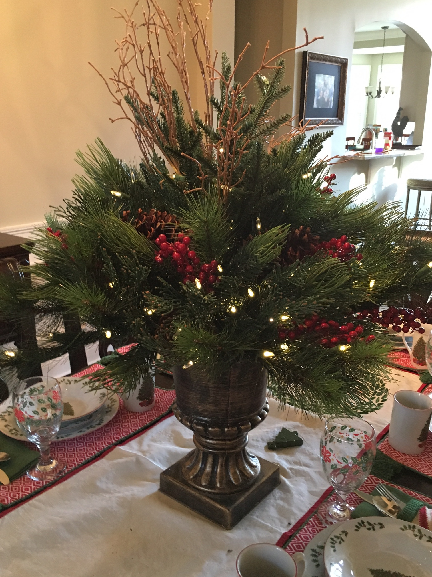 glitter and glow christmas table centerpiece.JPG