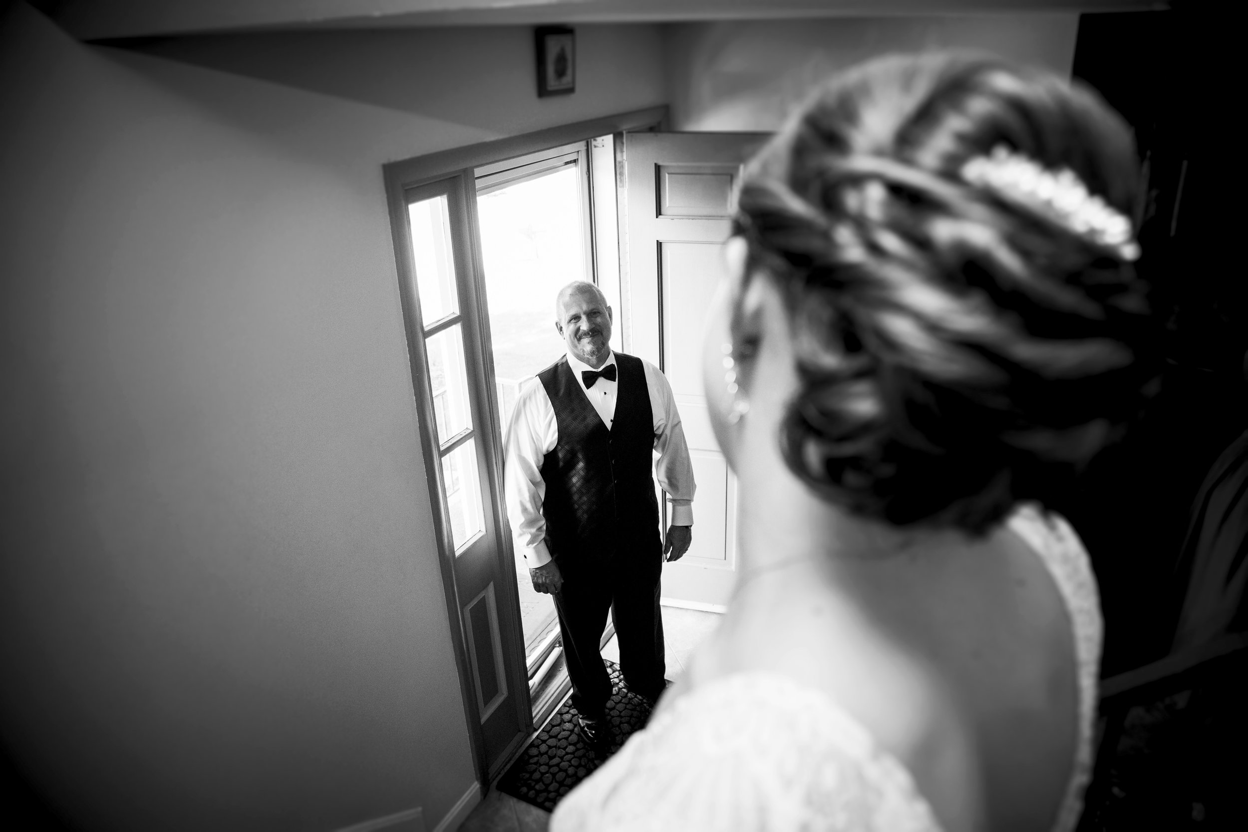 Father's first look at his daughter before wedding