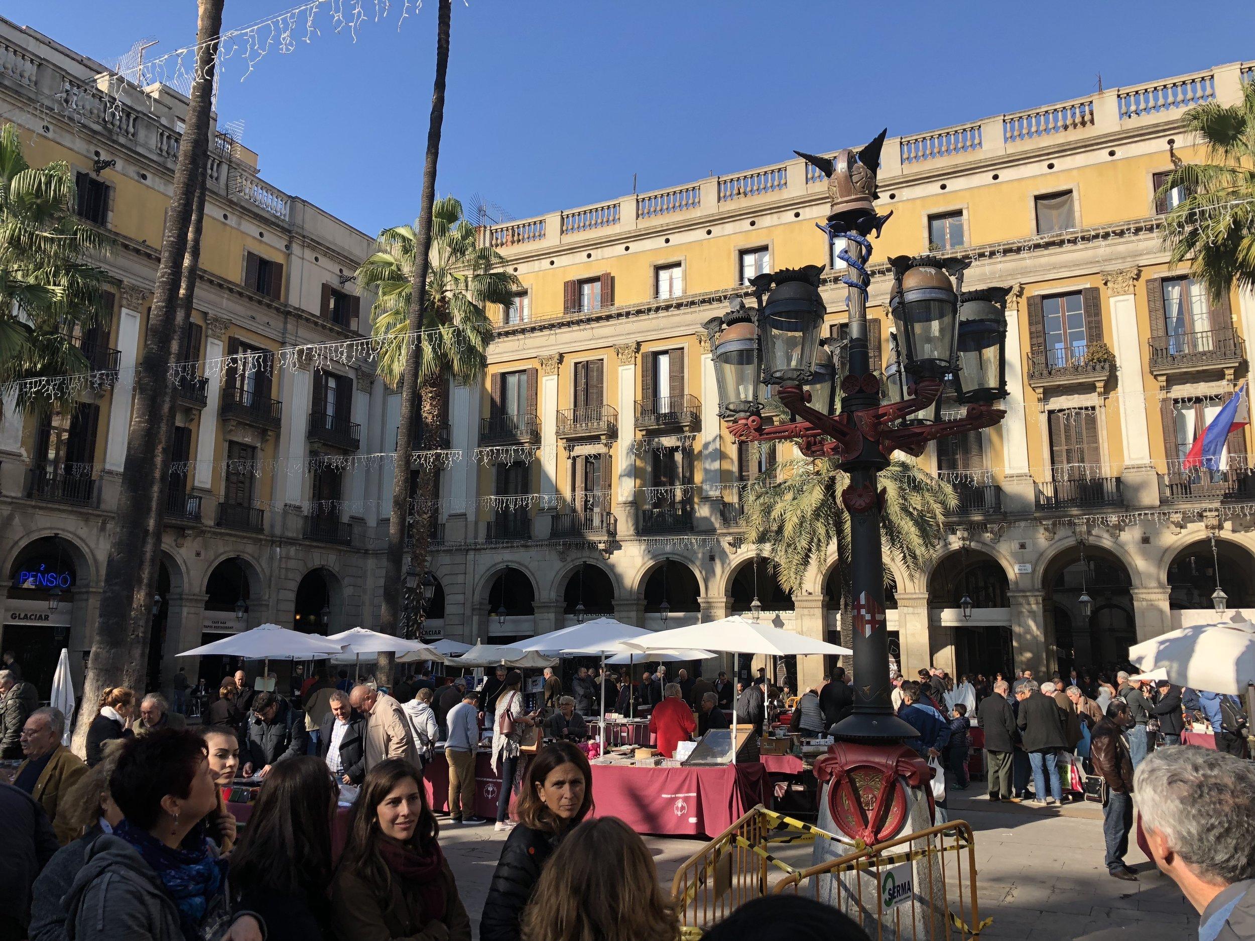 plaza barcelona.jpeg