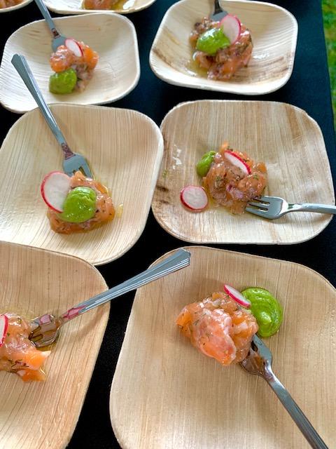 Salmon tartar with fresh dill
