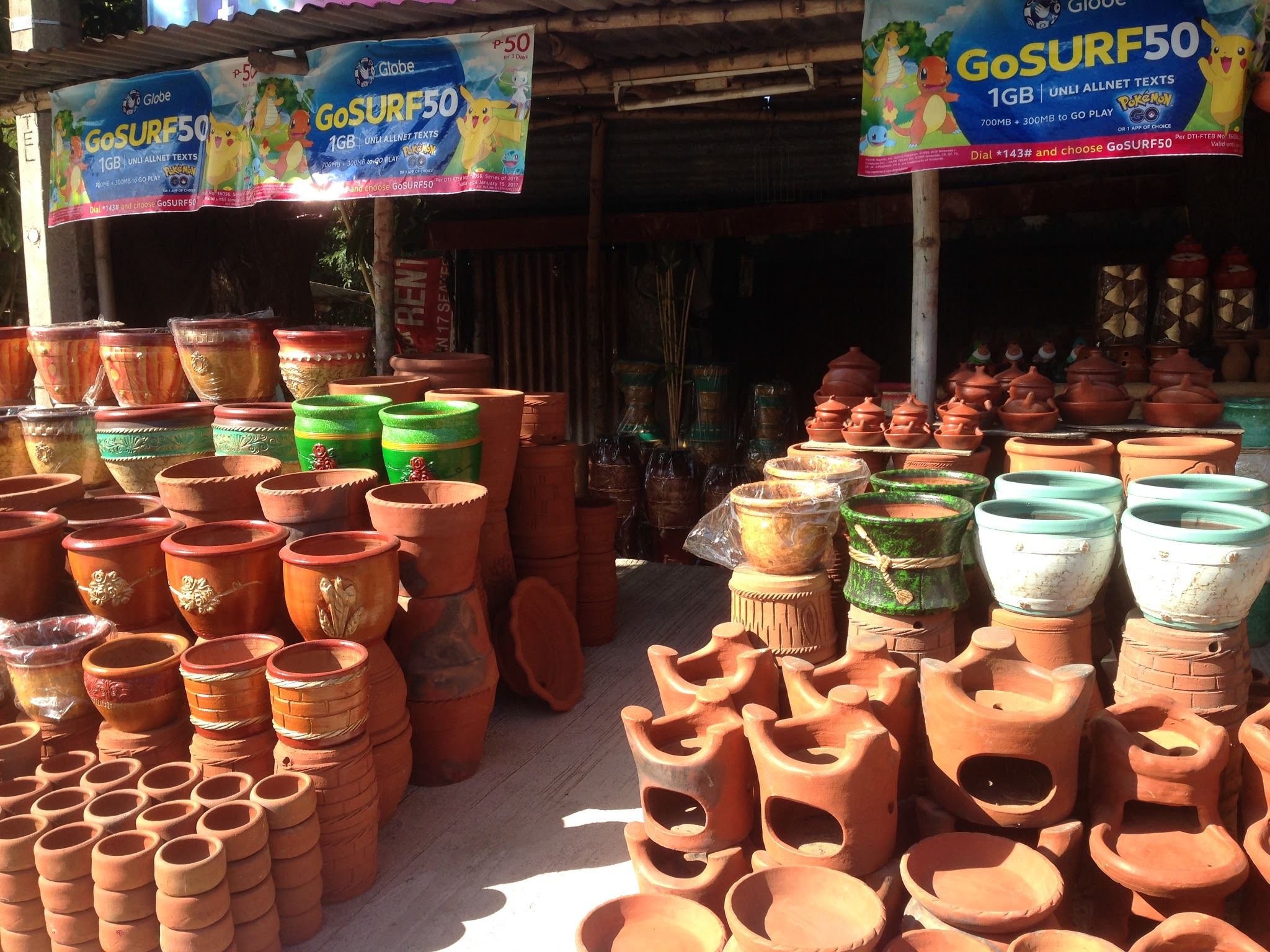 One of the stalls selling San Juan-made pots