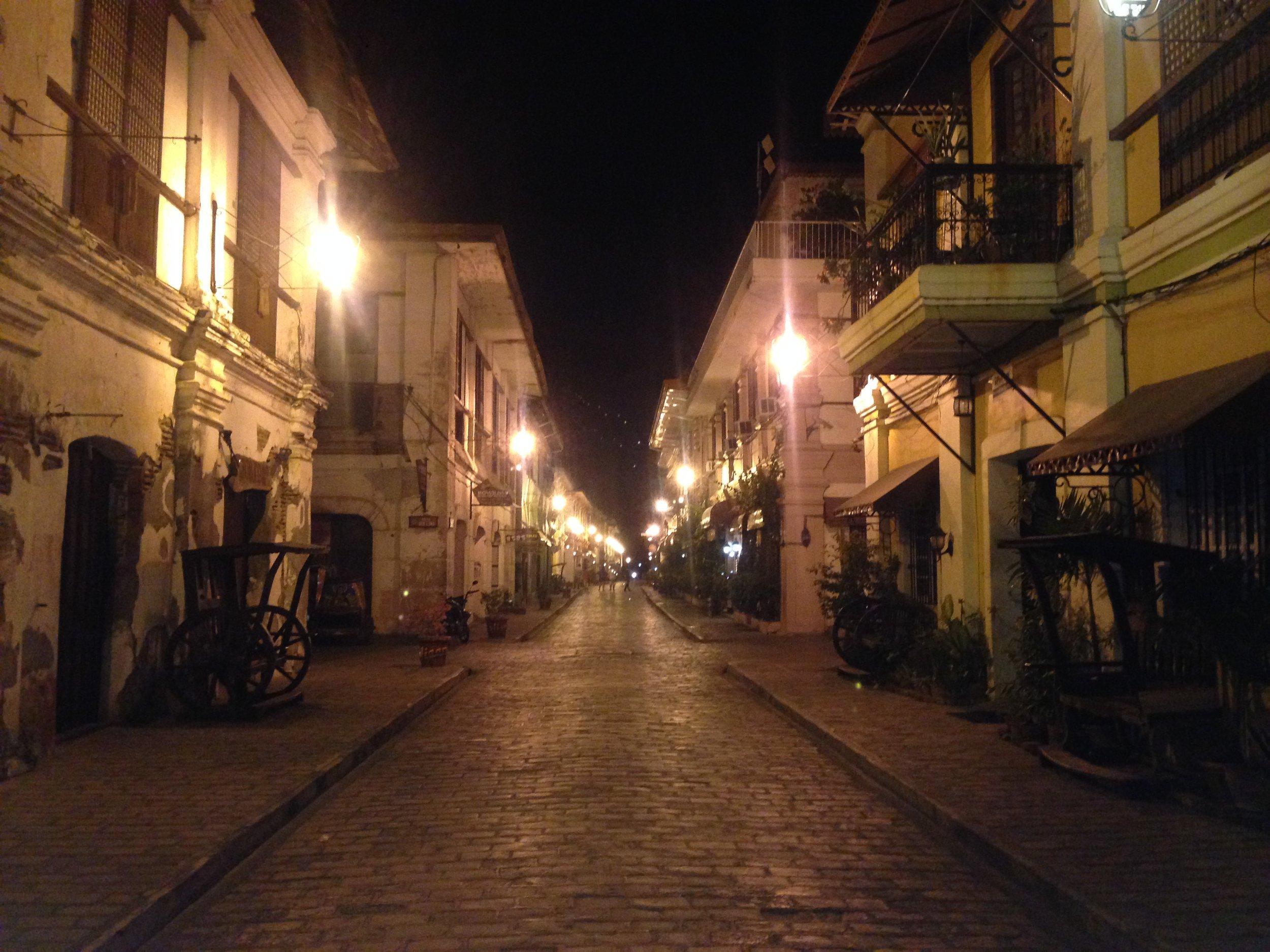 Night time Calle Crisologo