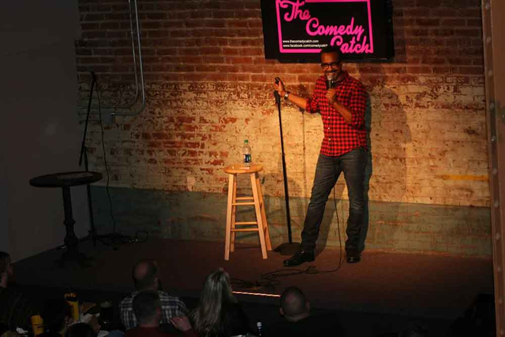 comedian performing at the comedy catch chattanooga