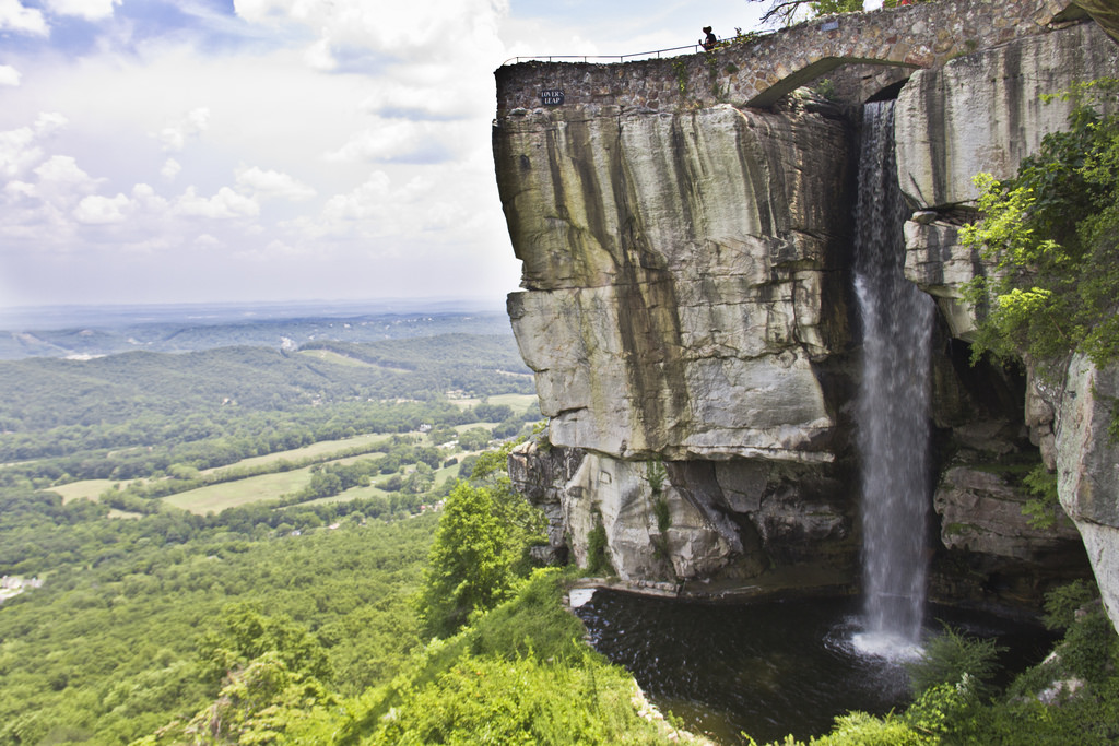 lover's leap waterfall at rock city