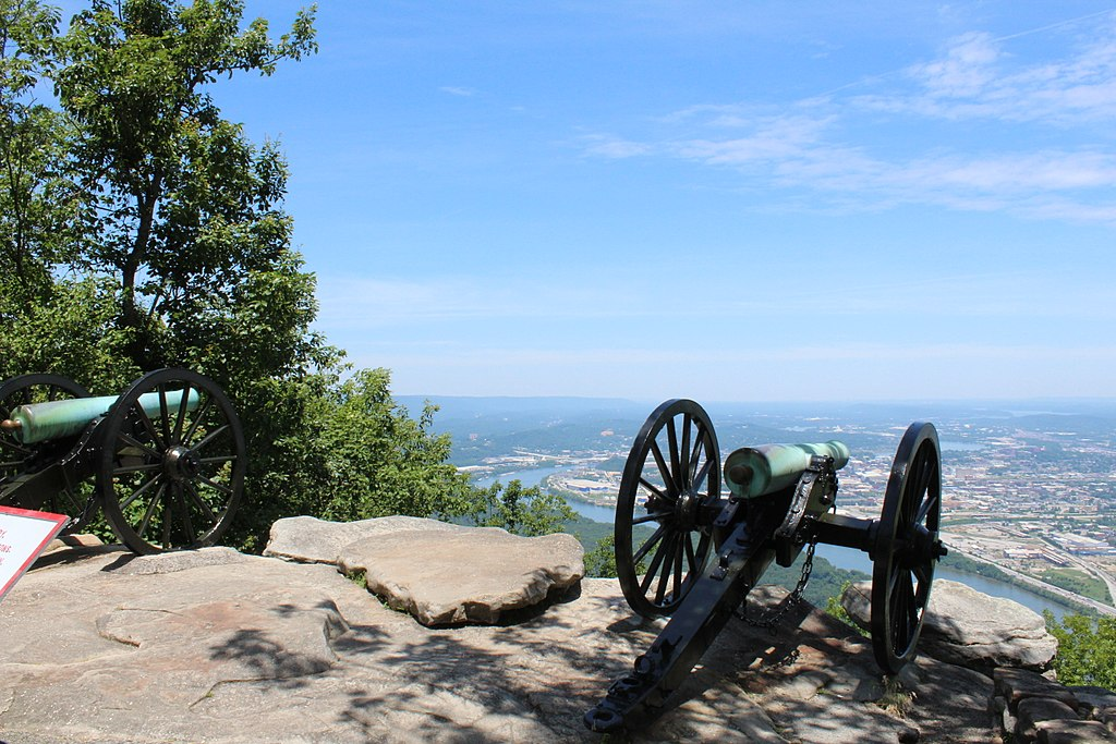 chickamauga military park cannons overlooking chattanooga