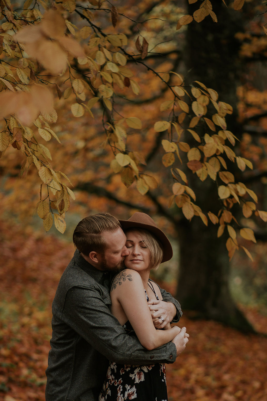Fall Engagement Photos in Oregon by Dia Photography