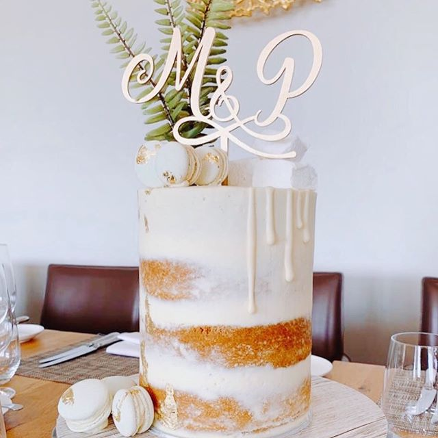 What a special day it has been. Today my parents celebrated 50 years of marriage. So much love for these two 😘 And the cake....it was delicious. Light and lemony with Swiss meringue buttercream, macarons and homemade marshmallows 😋 #cake #homemade #lemon #anniversarycake #weddinganniversary #foodies #eat #cakedecorator #yummy #dripcake #celebrationcake
