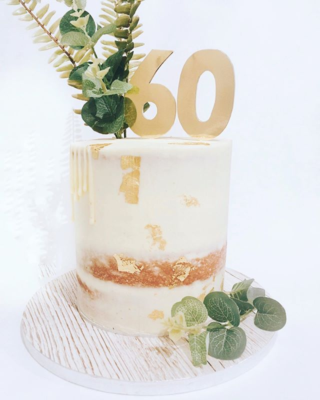 This is everything that I love about cake design. Simple, elegant, beautiful 🌿