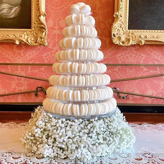 ..and there it is. What a beautiful display and such a stunning venue. As always, it's such an honour to be part of someone's special day 🥂 #wedding #macarontower #macarontowers #weddingday #macaron #bridetobe #weddinginspiration #weddinginspo #foodiesofinsta