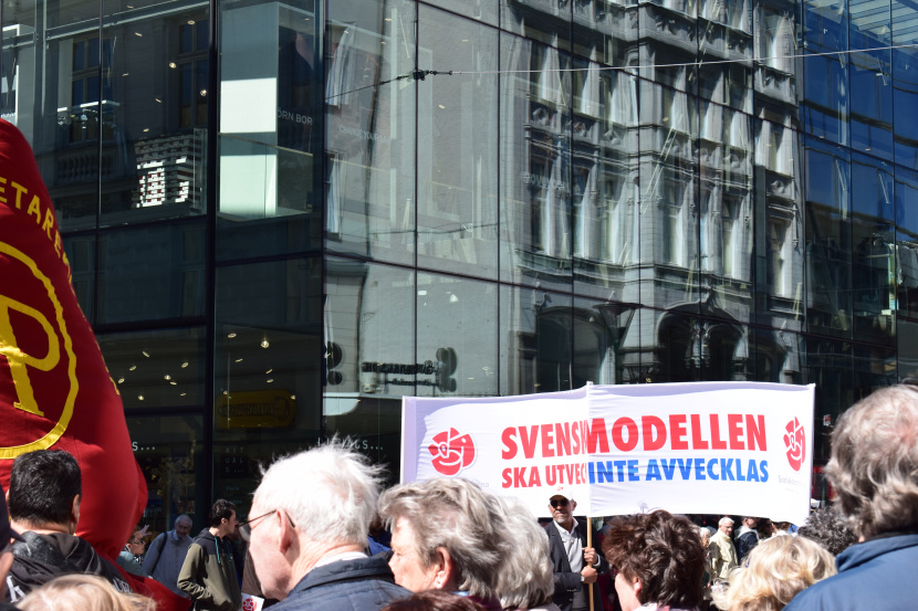 Malmö on the Labour Day: the slogan of this year's march: Svenska modellen ska utvecklas – inte avvecklas, which can be translated into: Swedish model will develop, not reduce