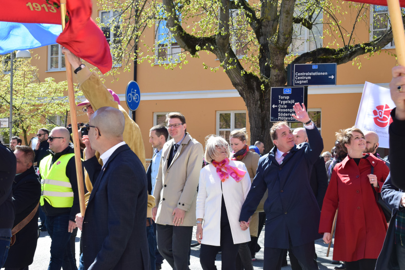 Malmö on the Labour Day: fourth trial – he is there, he has a face, he is not blurred, but he is not looking at me