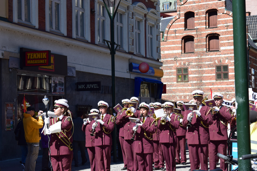 Malmö on the Labour Day: a lot of orchestra to help you march!
