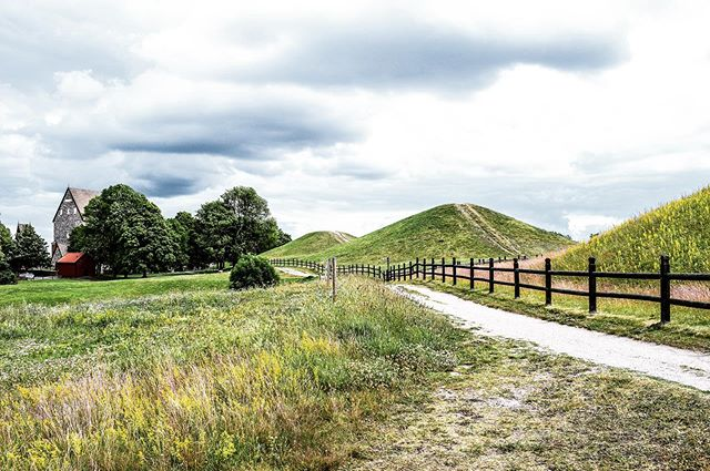 It is finally out there - the first text from the series about Gamla Uppsala, one of my favourite places in this city. Maybe it's uncanny for a historian to say this, but there is something comforting about places which we will never fully explain and discover. And, let's face it, it always looks good in pictures.  https://www.thenorthernwall.com/blog/2019/7/14/gamla-uppsala-history