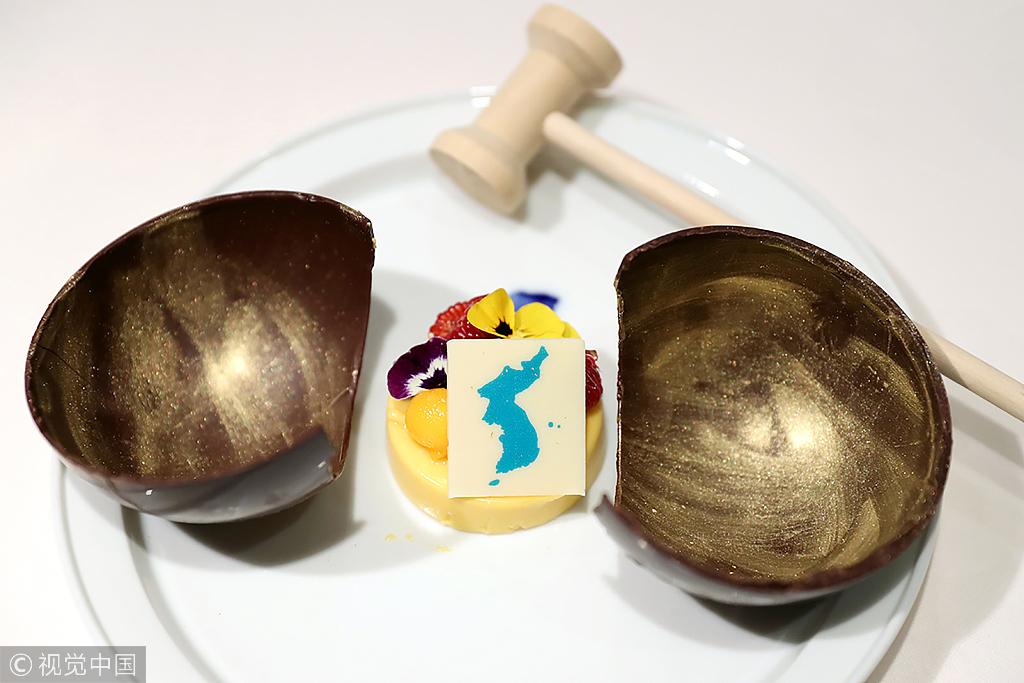 """Десертът за двамата лидери е мангов мус с обединения полуостров, който е скрит под """"шоколадова сфера на противопоставяне"""""""