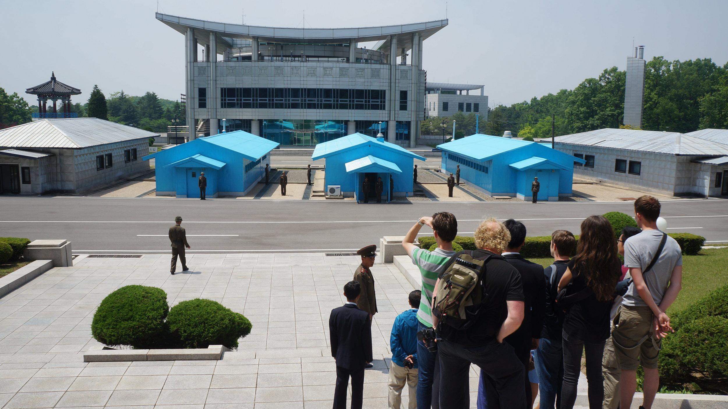 """Сивият """"Дом на свободата"""" в Южна Корея ще бъде домакин на първата среща на върха между двете Кореи за последните 10 години Снимка: flickr/Uri Tours"""