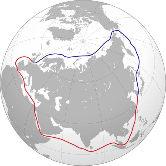 Северният морски път (в синьо) може да бъде алтернатива на Морския път на коприната (в червено) само след няколко десетилетия Снимка: Уикипедия
