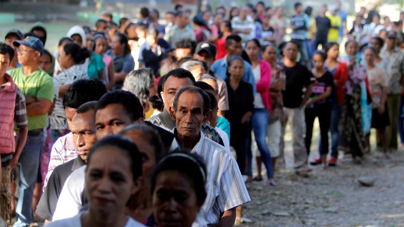Тиморци чакат реда си за гласуване на избрите през 2018г. Снимка: Reuters