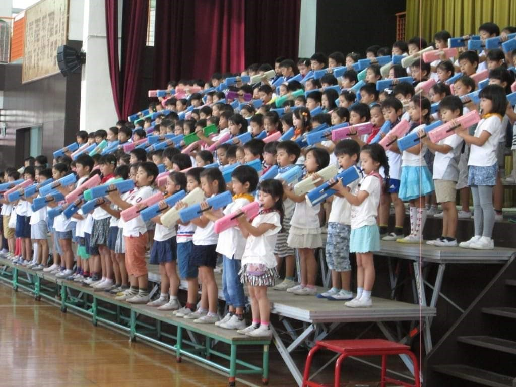 Честване на музикалните празненства в училище   Източник
