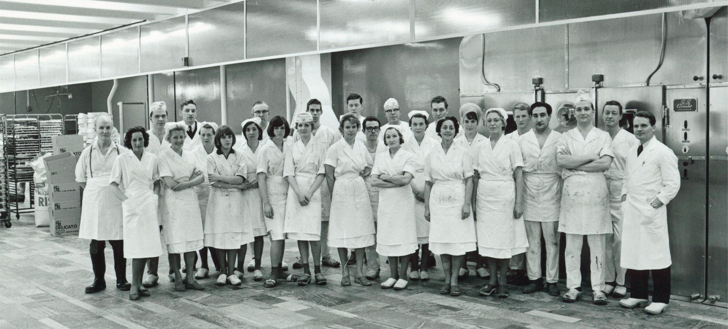 Bageripersonal och Einar Belvén i lokalerna i Segeltorp, 1965.