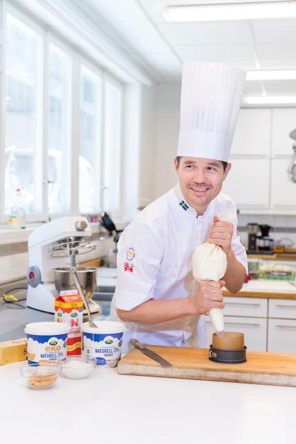 Årets världskonditor 2019 - Vi är stolta att få meddela att Gustaf Mabrouk som numera är ansvarig för vår utbildningsresa till Richemont för YH elever har blivit utsedd till årets världskonditor och Sverige befäster därmed sin topposition inom bageri och konditori.