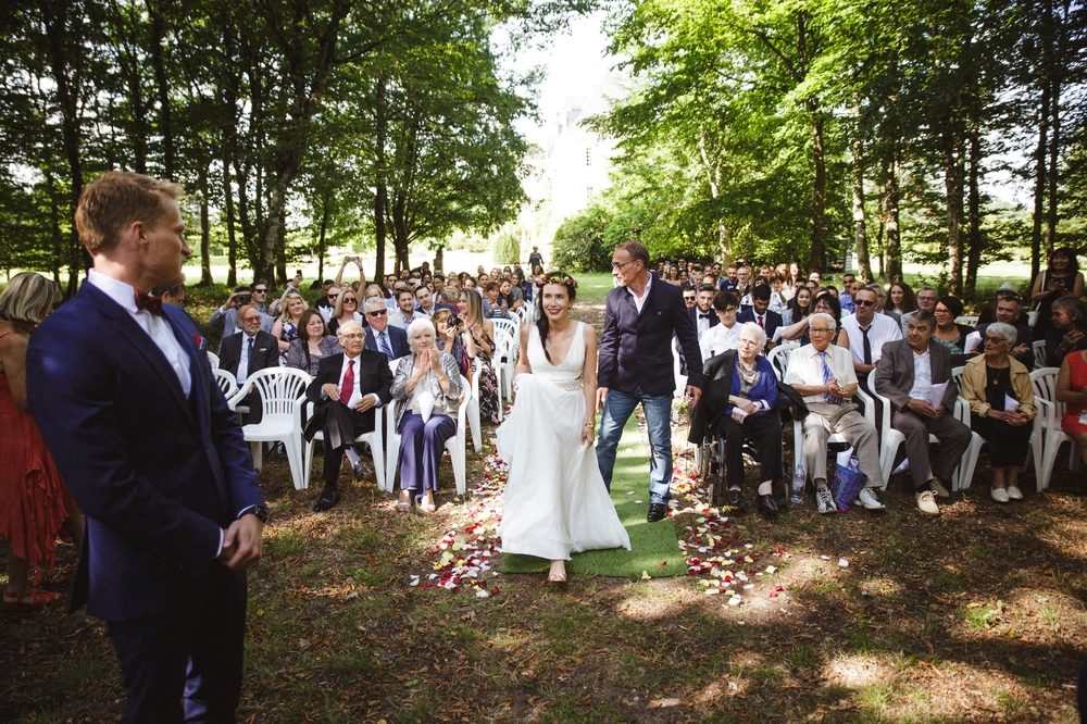 03-la-femme-gribouillage-mariage-gite-luxe-angers (1).jpg
