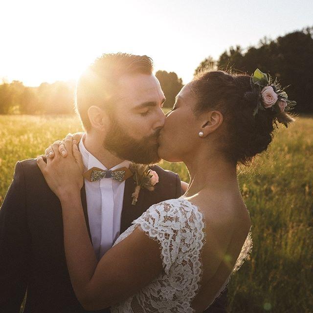 Le mariage champêtre (et aussi un peu magique!) d' E & J au #domainedesevis en Normandie 💛 Robe : @marielaportecreatrice