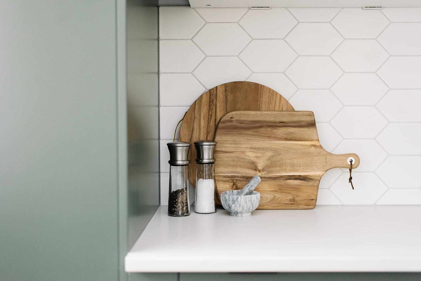 modern kitchen, hexagon backsplash